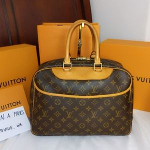 💯% authentic Deauville Louis Vuitton handbag
